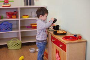 Privacy - Peuter in keukentje