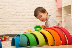 Voor- en vroegschoolse educatie (VVE) - Peuter met gekleurde ringen